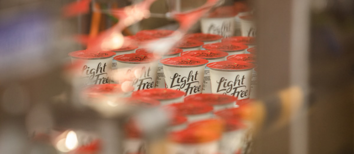 Danone stelt eerste yoghurtpotje voor van gerecycleerd plastic